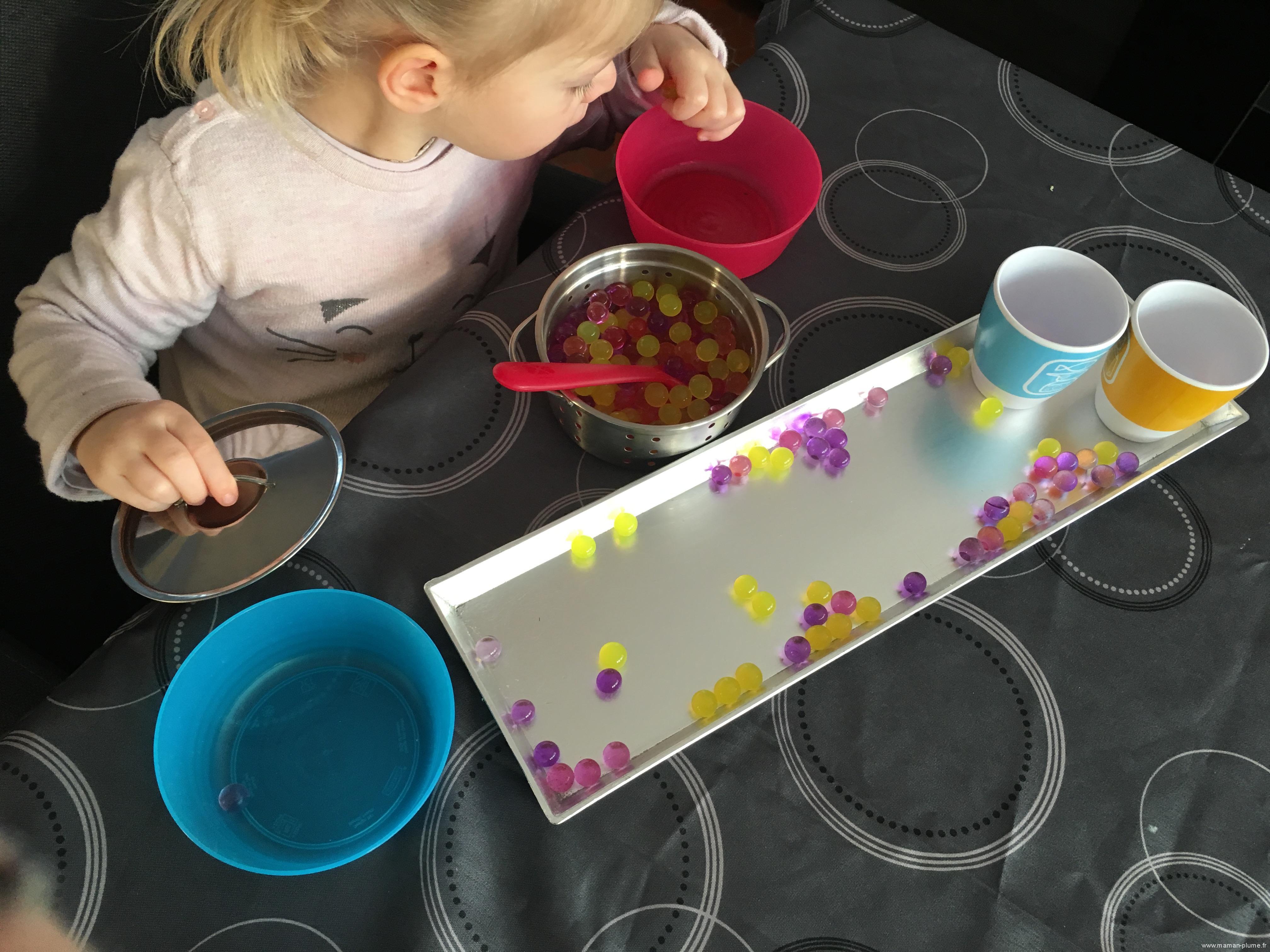 Activité sensorielle avec les perles d'eau