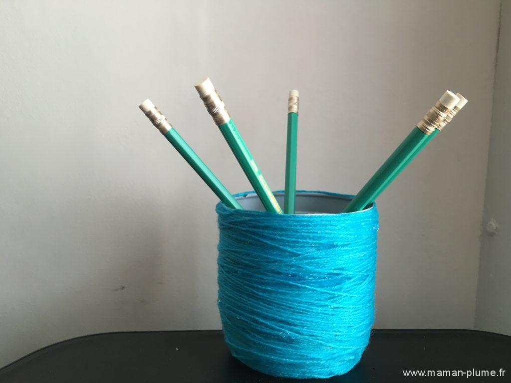 diy pot a crayon en laine