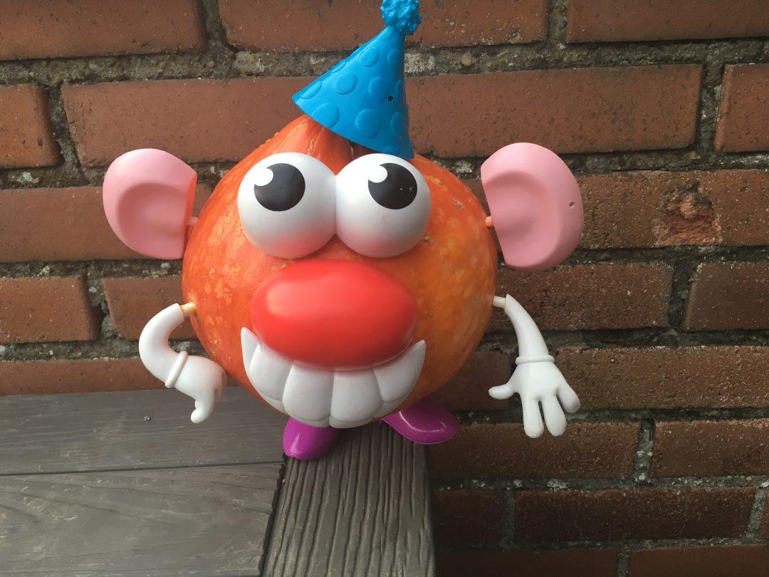Déco halloween – Quand M. Patate prête ses accessoires à Mme Citrouille