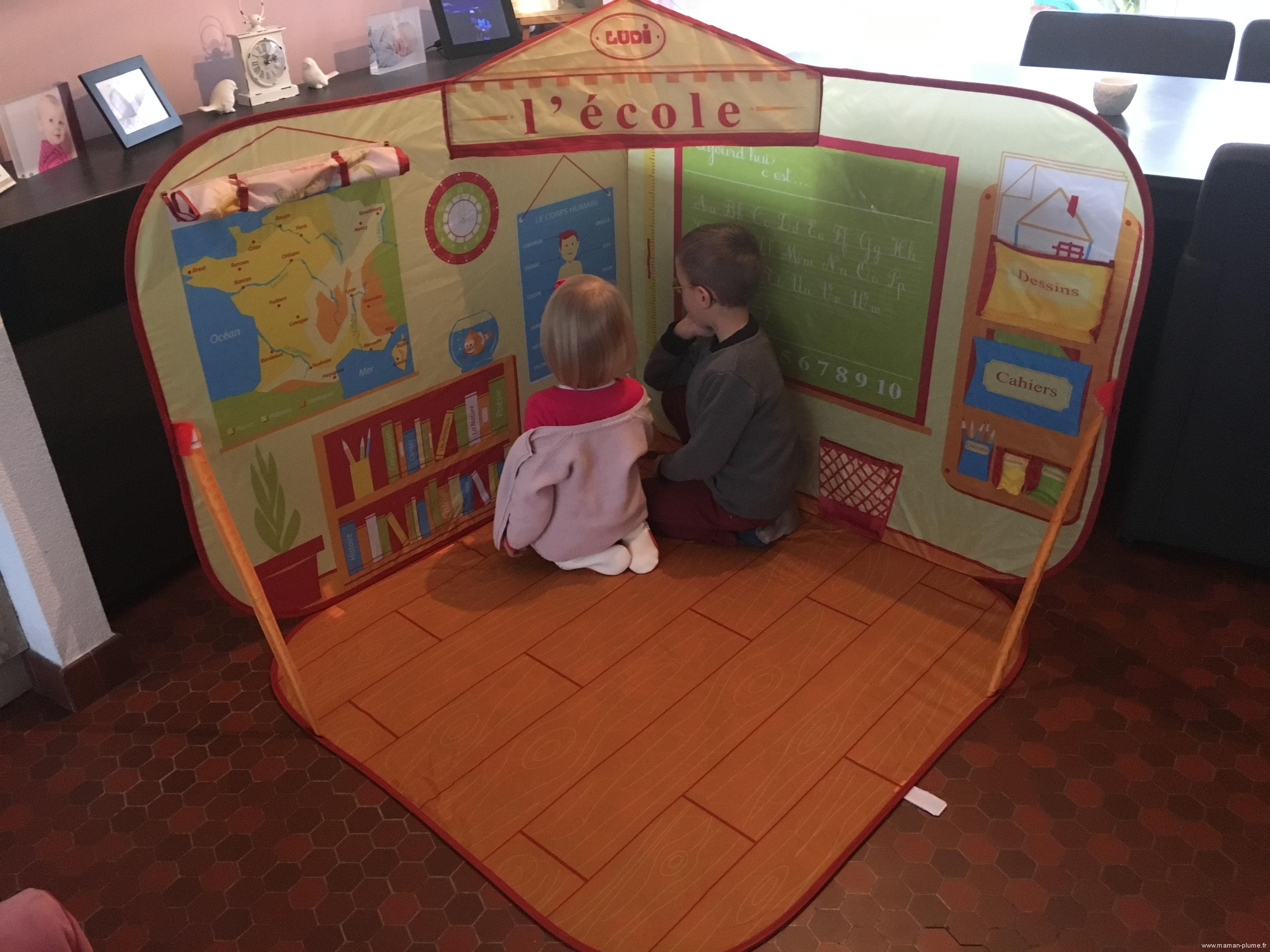 L'école à la maison avec le Décor pop-up Je joue à l'école de Ludi