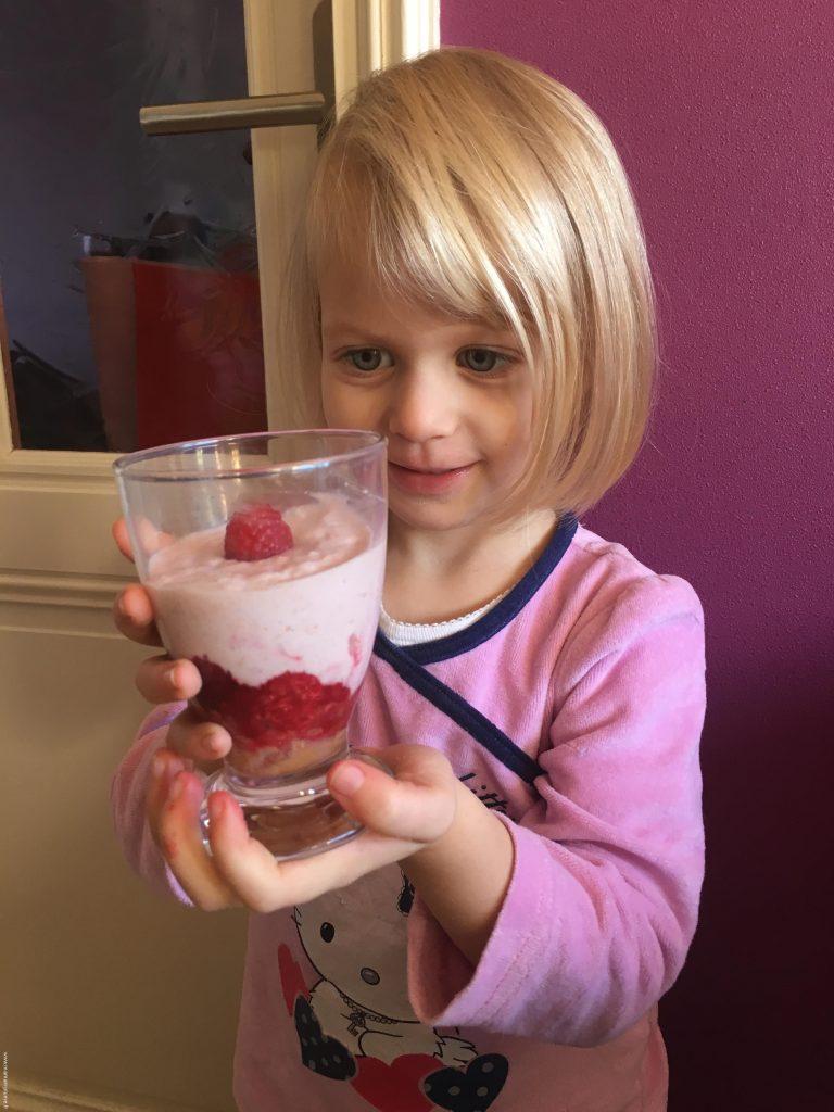 recette-enfant-le-tiramisu-framboise-danonino-fier