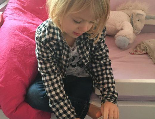 Ma fille s'habille enfin seule !