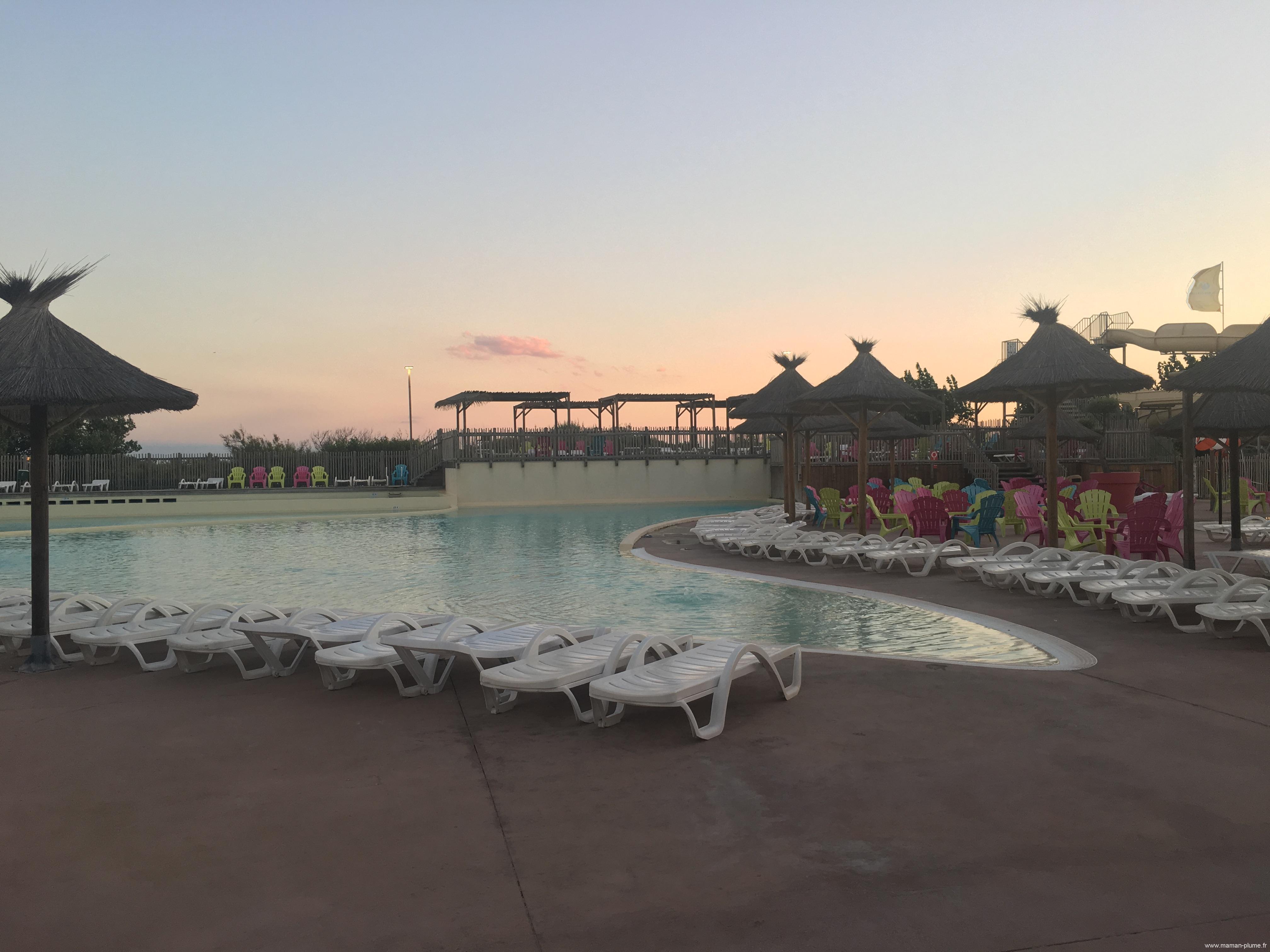 Beach garden les meditteranee piscine soir le blog de for Piscine paris ouverte le soir