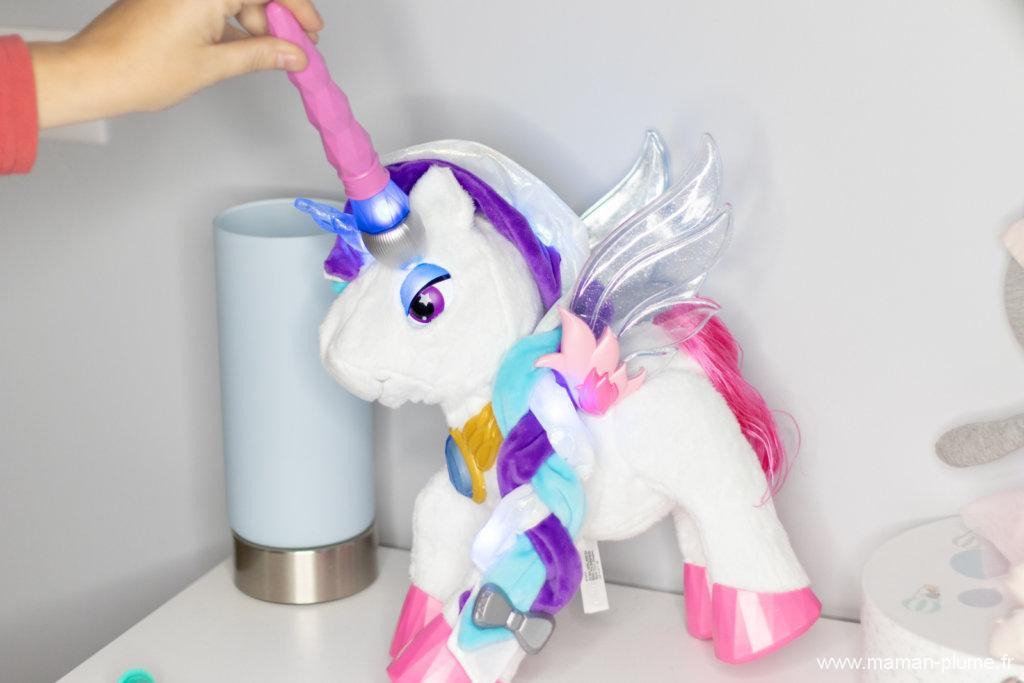 Mila, une licorne magique sous le sapin !