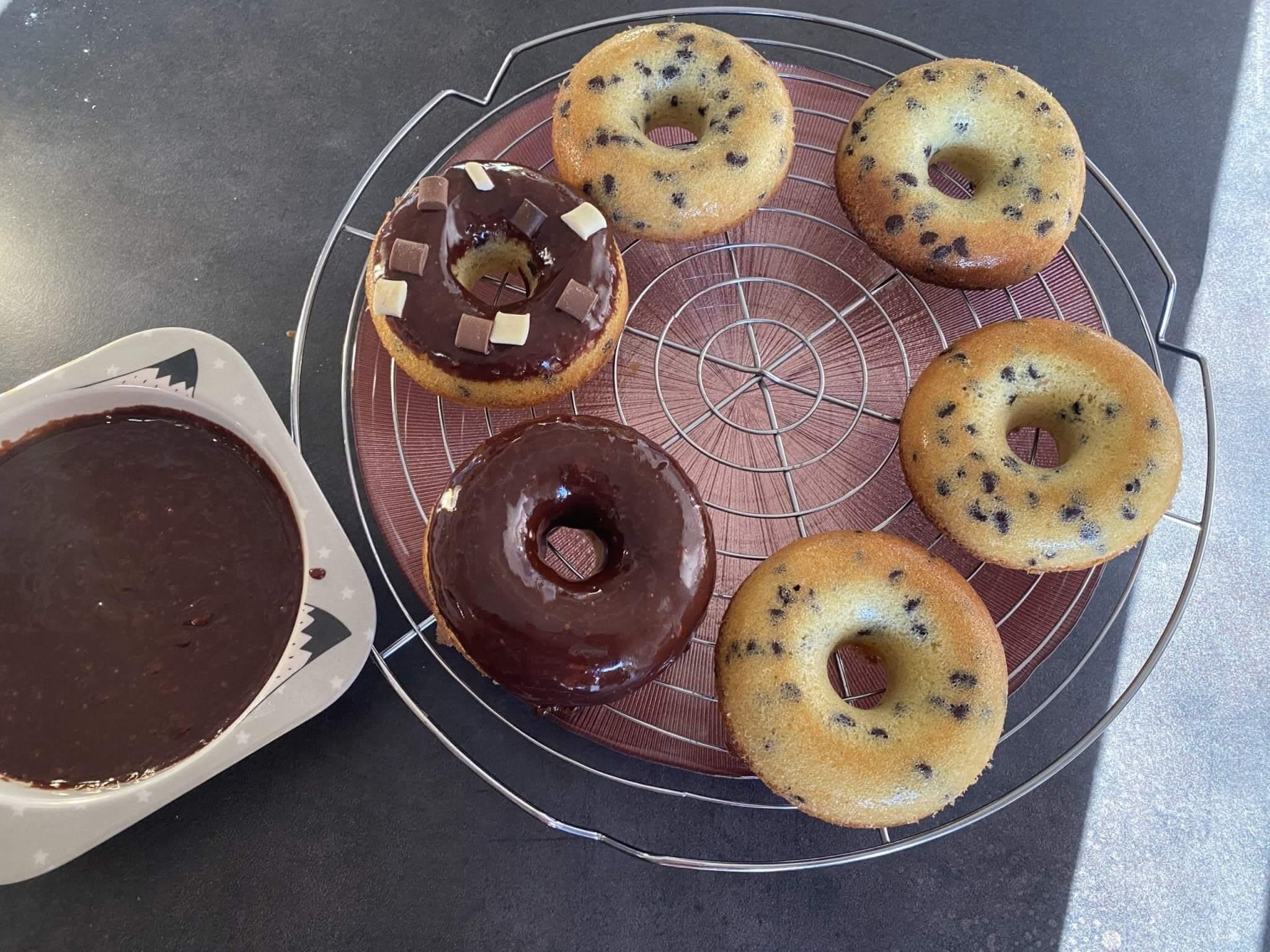 Recette – Les Donuts Tigrés avec nappage chocolat !